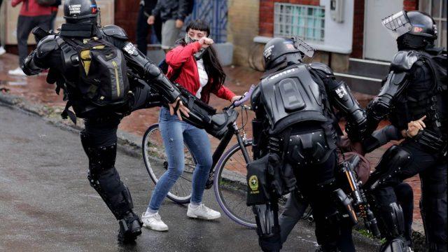 Informan a la Fiscalía de la CPI sobre abuso policial en movilizaciones durante gobierno de Iván Duque.