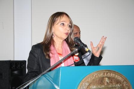Ángela María Robledo pide cuentas a la Comisión de la Mujer del Congreso