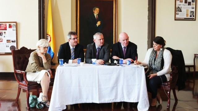 Eurodiputados anuncian desde el Congreso apoyo al proceso de paz