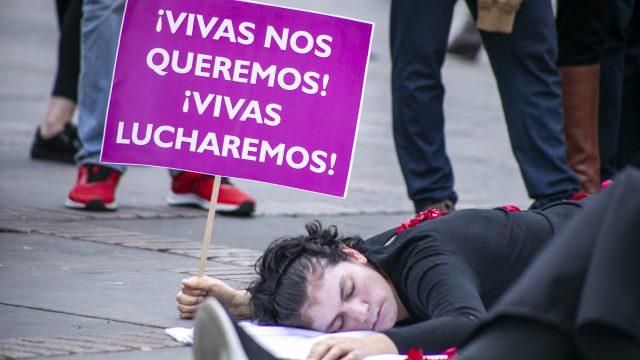 Ángela Robledo e Iván Cepeda solicitan retirar soldados investigados por crímenes sexuales.